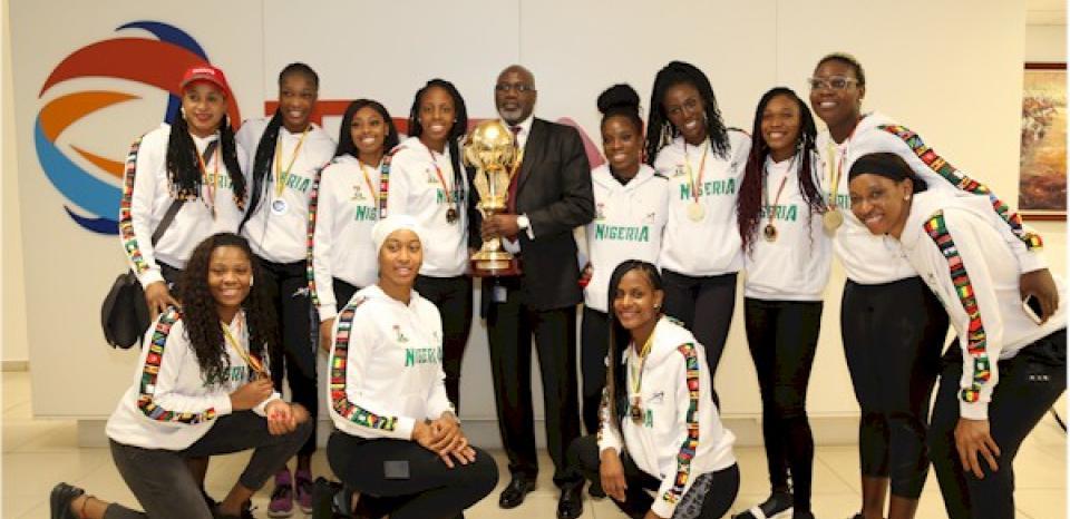 Group photograph of D'Tigress and Ahmadu-Kida Musa